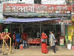 রাব্বানী হোটেলসহ চার রেস্টুরেন্টকে পঁচা ও বাসি খাবার রাখার দায়ে দু'লক্ষাধিক টাকা জরিমানা