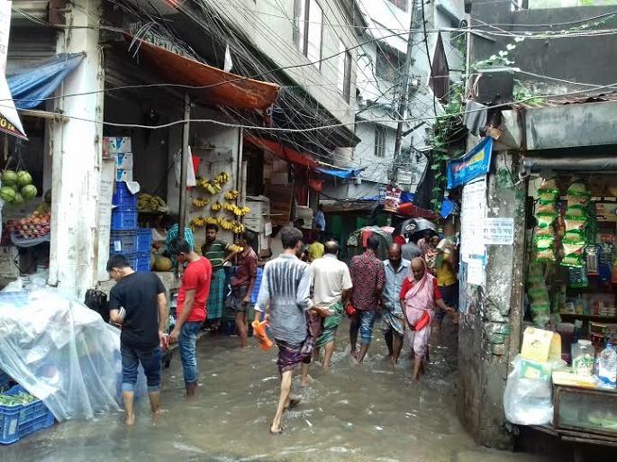 ঢাকার আদালত পাড়ায় জলাবদ্ধতা, দুর্ভোগে আইনজীবী-বিচারপ্রার্থীরা