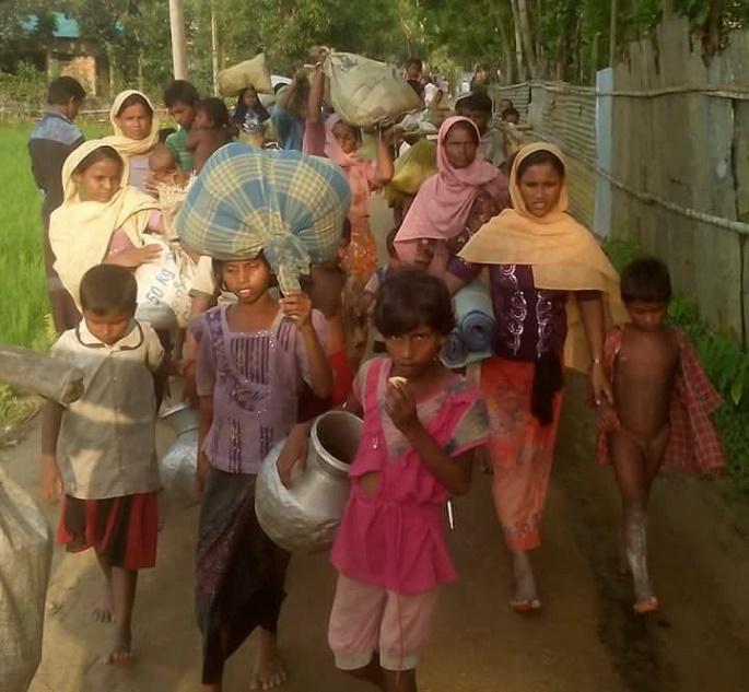 কক্সবাজারে উদ্বাস্তুর স্রোত সৃষ্টি হয়েছে: কাটছে মানবেতর জীবনদল বেধে রহিঙ্গাদের বাংলাদেশে প্রবেশ