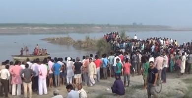 ভারতে যমুনা নদীতে যাত্রিবোঝাই নৌকাডুবি: ২২ জনের মৃতদেহ উদ্ধার (ভিডিও)