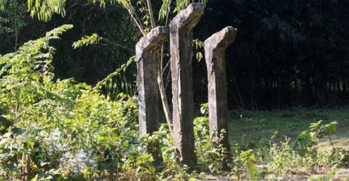 ঠাকুরগাঁওয়ে বেদখল হয়ে যাচ্ছে গণকবরগুলো